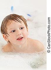 menino, levando, banho