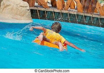 menino, ligado, flutuador, em, piscina
