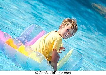 menino, ligado, flutuador, piscina