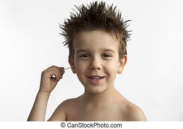 menino, limpa, seu, orelha