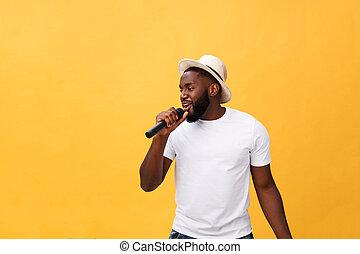 menino, microfone, jovem, amarela, isolado, movimento, americano, fundo, africano, emocional, cantando, gesticule, bonito