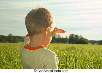 menino, olhando jovem, campo, verde, horizonte, sonhar, feliz