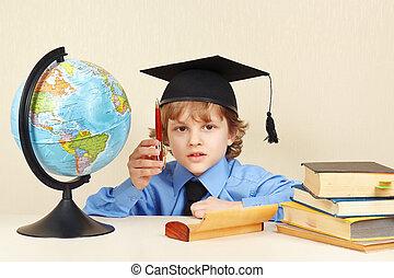 menino, pequeno, antigas, globo, acadêmico, caneta, livros, chapéu