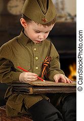 menino, pequeno, antiquado, uniforme, letra, militar, soviético, escreve