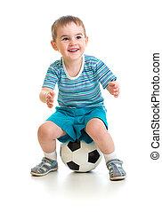 menino, pequeno, bola, sentando, isolado, branca, futebol