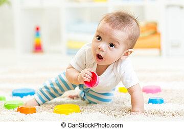 menino, pequeno, crianças, sala, tocando