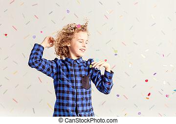 menino, pequeno, dançar