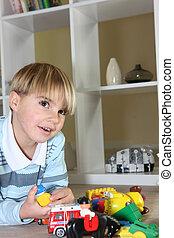 menino, pequeno, tocando, brinquedos