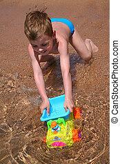 menino, praia, tocando