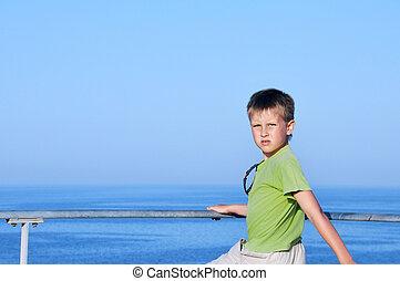 menino, quay, olhando jovem, 4, horizonte, sonhar, feliz