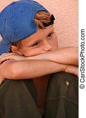 menino, só, criança triste, infeliz, afligindo, ou, criança