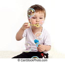 menino, soprando, bolha sabão