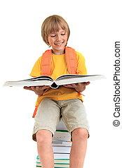 menino, sorrindo, livro leitura