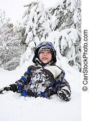 menino, tocando, jovem, neve