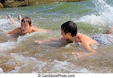 meninos, banhar-se, mar