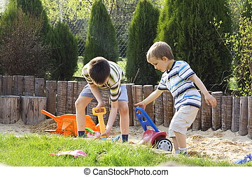 meninos, jogo areia