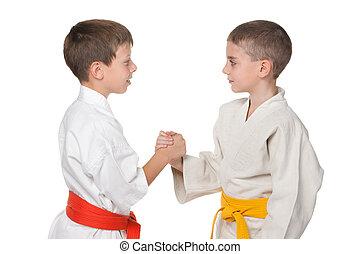 meninos, quimono, dois, handshaking