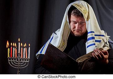 menorah, juif, bougies, éclairage, homme, barbe