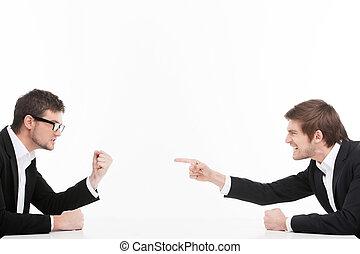 men?s, pessoas negócio, confrontation., zangado, cada, isolado, dois, shouting, enquanto, outro, jovem, branca, culpando