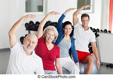 menschengruppe, machen, aerobik, an, der, turnhalle