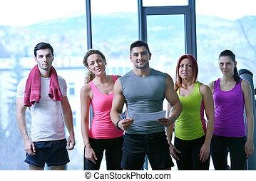 menschengruppe, trainieren, an, der, turnhalle