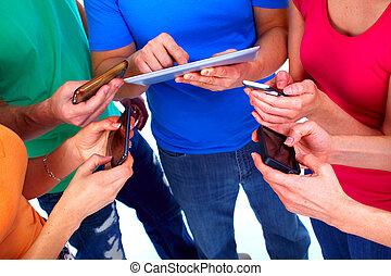 menselijke handen, met, tablet, en, smartphone.