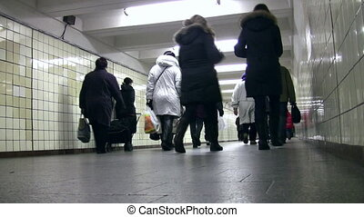 mensen, achter, gaan, metro, overzicht., corridor., laag