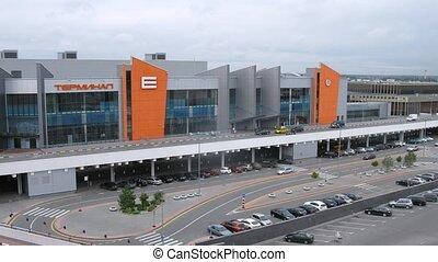 mensen, (be)naderen, e, terminal, sheremetyevo, luchthaven, auto's