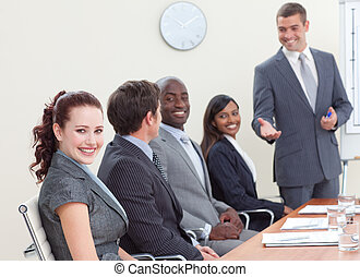 mensen, collega, zakelijk, het luisteren, vergadering