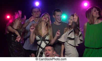 mensen, dancing, en, hebbend plezier, samen, op, partij., slowmotion