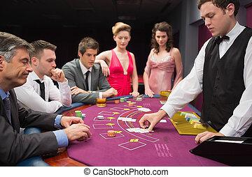 mensen, kaarten, transactie, het kijken, handelaar, ...