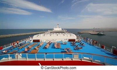 mensen, op bovenkant, dek, van, cruiseschip