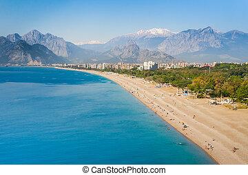 mensen, op, konyaalti, strand, in, antalya, turkije