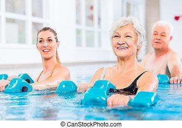 mensen, op, water, turnoefening, in, fysiotherapie