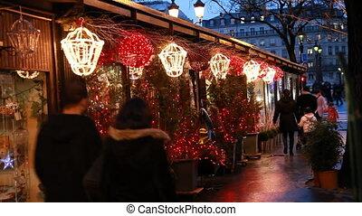 mensen, wandeling, op, stalles, met, kerstbomen , in, parijs