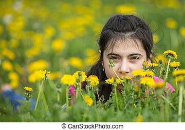 mensonge, adolescent, grass., girl
