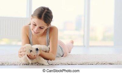 mensonge, chien, mignon, jeune enfant