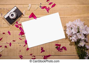 mensonge, feuille, bouquet, appareil photo, papier, table, fleurs blanches