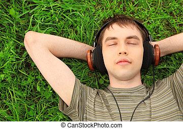 mensonges, écouteurs, herbe, adolescent