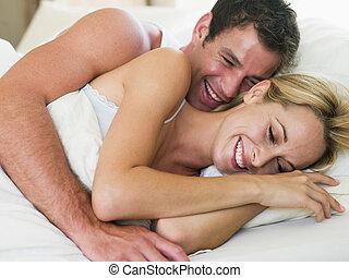 mentindo, par, rir, cama