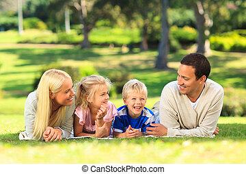 mentindo, parque, família, baixo