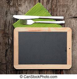 menu, lavagna, dire bugie, su, vecchio, tavola legno, con, coltello forchetta