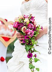 menyasszony, alatt, talár, noha, bridal bouquet, és, gerle