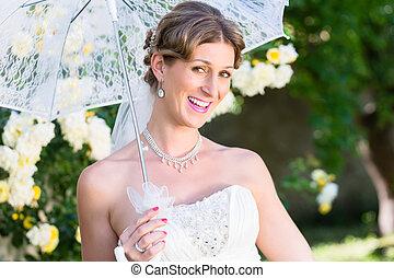 menyasszony, -ban, esküvő, noha, napernyő, alatt, kert