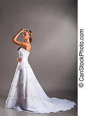 menyasszony esküvő öltözködik