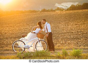 menyasszony, fehér, lovász, bicikli, esküvő