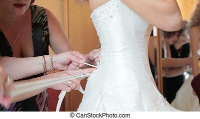 menyasszony, felöltözködés