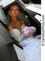 menyasszony, kocsiban