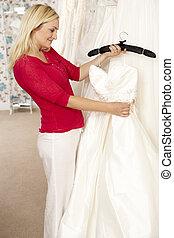 menyasszony, ruha, eldöntés, esküvő
