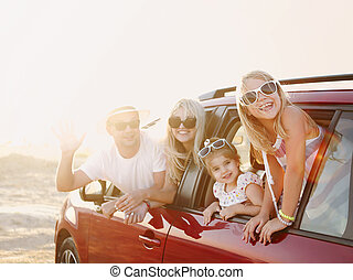 mer, fond, famille heureuse, filles, sourire, voiture
